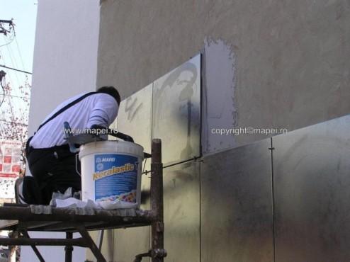 Executie, montaj Keralastic T_12 placare pereti gresie 60x60 cm MAPEI - Poza 12