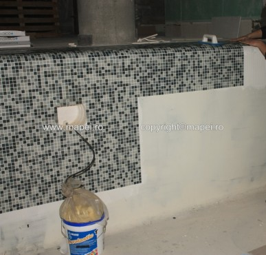 Executie, montaj 7. Placare mozaic cu adeziv Keralastic T_detaliu MAPEI - Poza 7