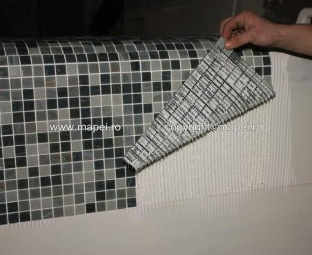 Executie, montaj 10. Adeziv insuficient pe mozaic MAPEI - Poza 10