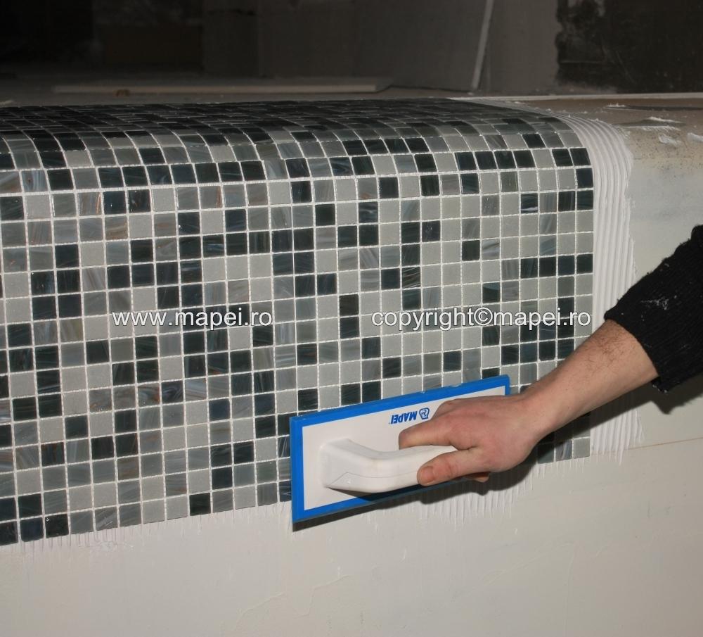 12. Compactare energica mozaic in adeziv MAPEI - Poza 12