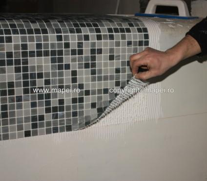 Executie, montaj 14. Control transfer adeziv pe mozaic MAPEI - Poza 14