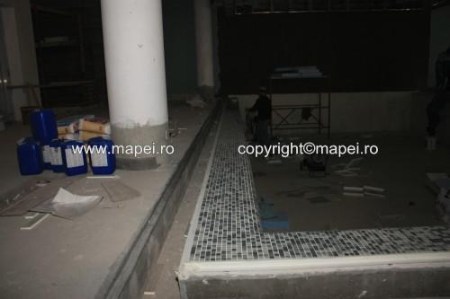 Executie, montaj 22. Placare rebord piscina cu mozaic_detaliu MAPEI - Poza 22