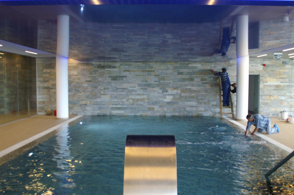 25. Placari cu mozaic piscina Silver Mountain 2012 - Poiana Brasov MAPEI - Poza 25