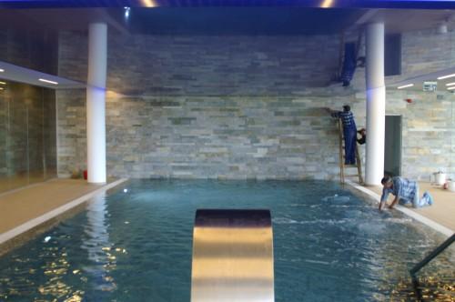 Executie, montaj 25. Placari cu mozaic piscina Silver Mountain 2012 - Poiana Brasov MAPEI - Poza 25