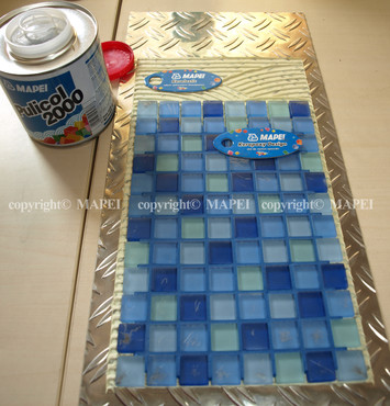 Executie, montaj 2. lipire mozaic pe metal adeziv poliuretanic MAPEI - Poza 2