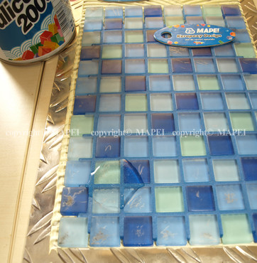 Executie, montaj 6. lipire mozaic pe tabla chituri rosturi epoxi MAPEI - Poza 6