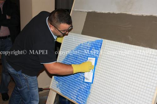 Executie, montaj 13. chituire mozaic sticla cu chit epoxidic MAPEI - Poza 13