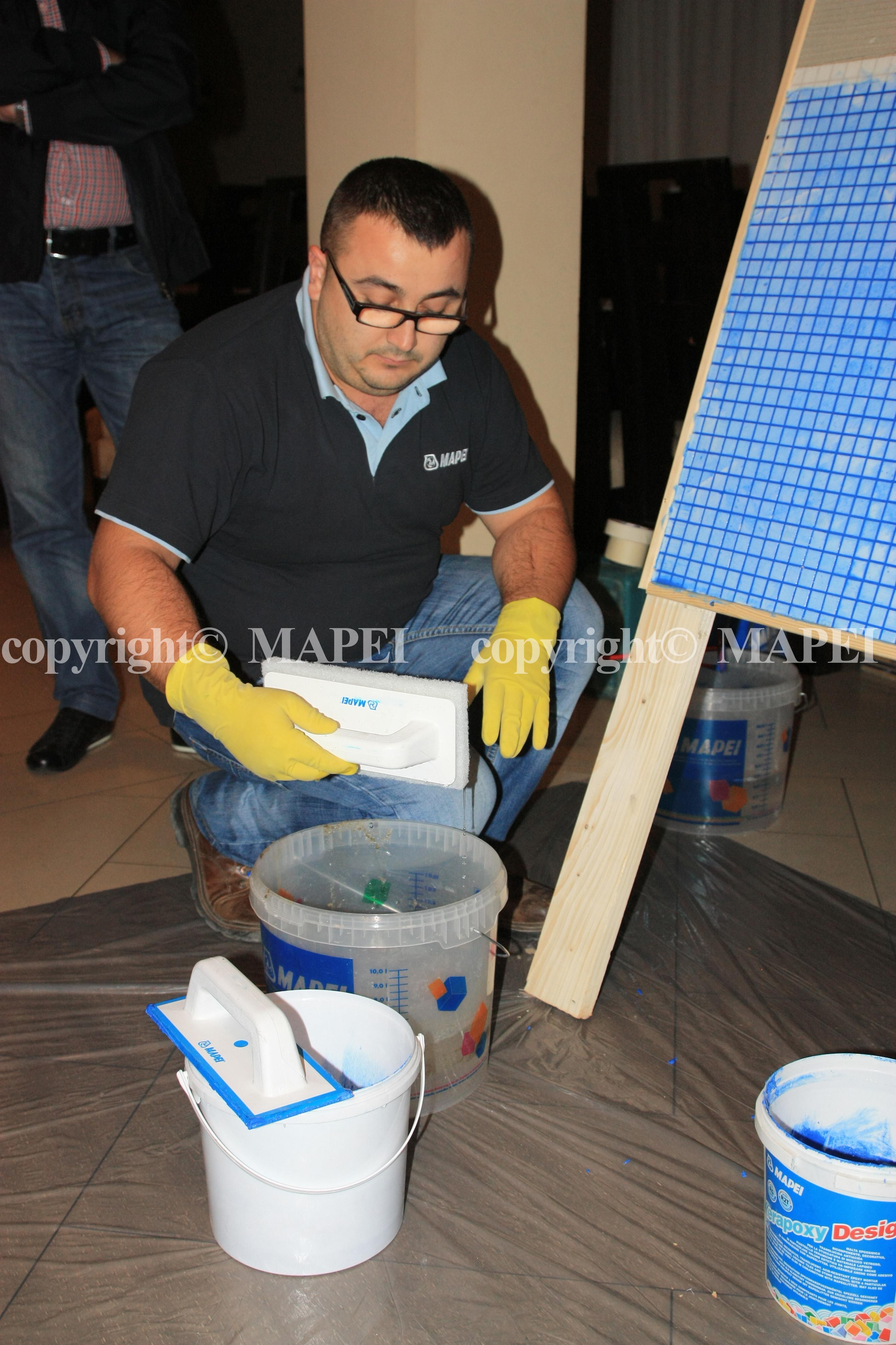 16. drisca cu pad abraziv Mapei si apa MAPEI - Poza 16