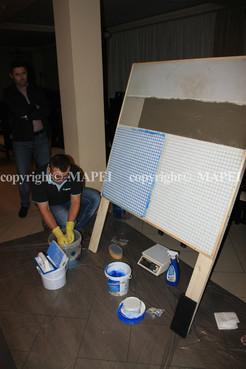 Executie, montaj 24 finisarea chitului de rosturi spalarea buretelui MAPEI - Poza 24
