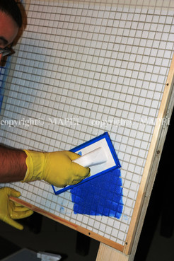 Executie, montaj 12. mozaic sticla chituire rosturi MAPEI - Poza 12