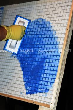 Executie, montaj 15. spatula aplicare chit rosturi mozaic MAPEI - Poza 15