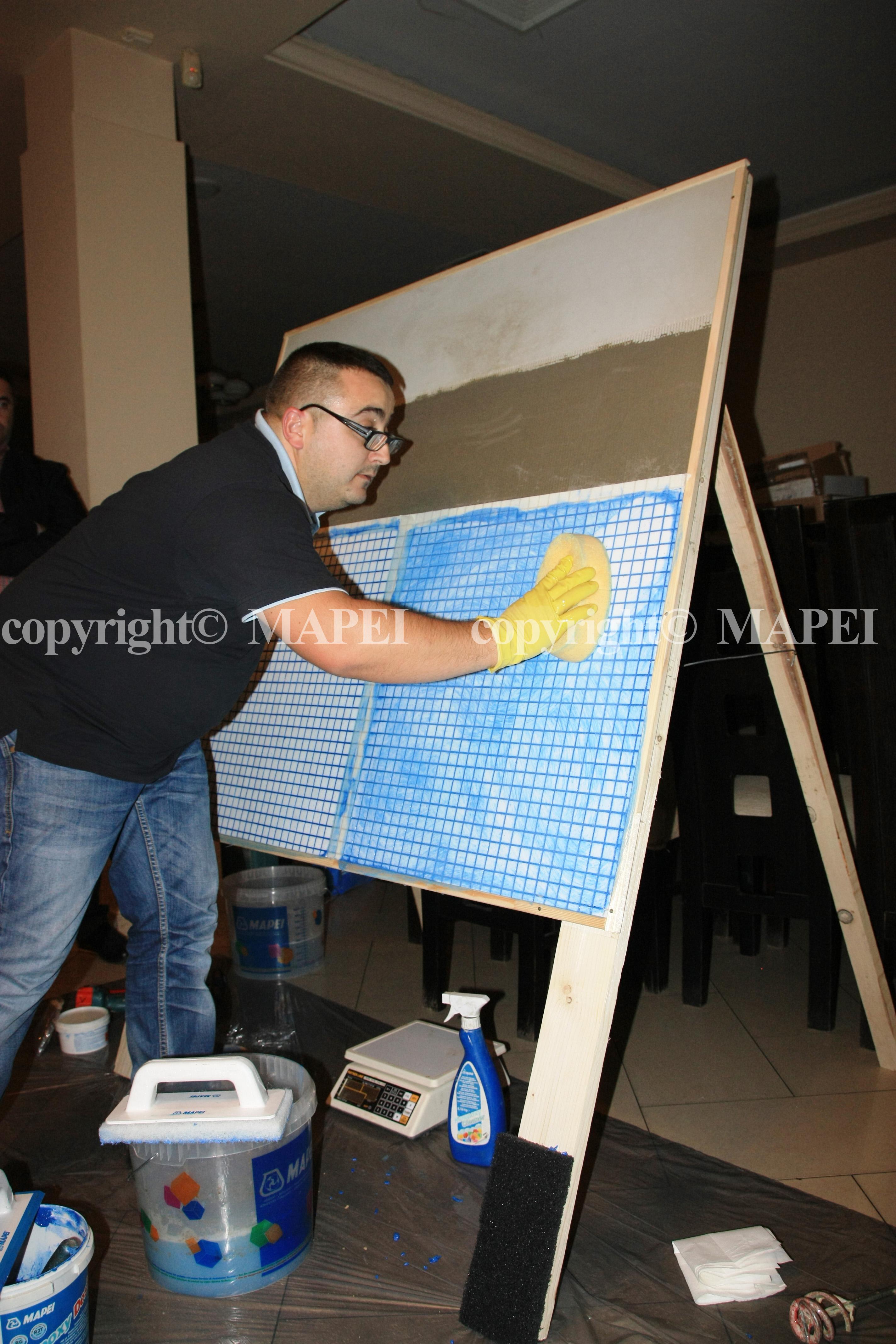 22. chituire si finisare rosturi mozaic MAPEI - Poza 22