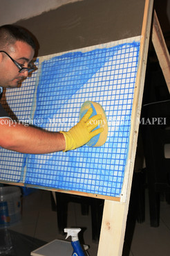 Executie, montaj 24. chituire finisare rosturi mozaic MAPEI - Poza 24