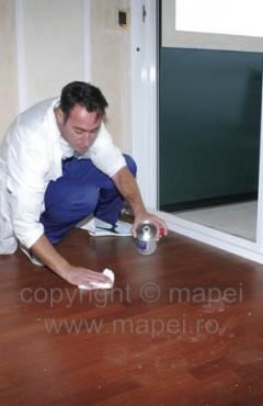 Prezentare produs Solutie pentru curatarea urmelor de adezivi reactivi de pe parchetul prefinit si pardoseli din lemn MAPEI - Poza 2