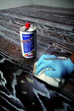 Prezentare produs Solutie pentru curatarea urmelor de adezivi reactivi de pe parchetul prefinit si pardoseli din lemn MAPEI - Poza 1
