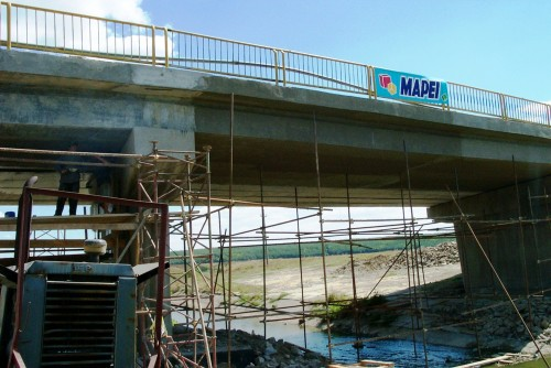 Lucrari de referinta Reparatii pod (DN2), Km. 33 - 028, peste raul Calnistea MAPEI - Poza 3