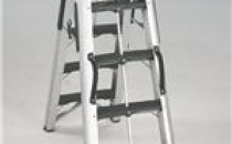Scari tip schela Scarile  profesionale transformabile din aluminiu cu nervuri extrudat,   construite cu un sistem evoluat de formare automata a bordurilor, in   conformitate cu normele europene EN131 si testate de organismul   international de control al calitatii Tüv Product Service. Este seria de   top a gamei cu dimensionari si dotari standard exceptionale. Scari profesionale tip calare sudate, din aluminiu extrudat cu nervuri, ideale pentru instalatori si vopsitori. Treptele mai lungi sunt toate ranforsate cu stinghii de aluminiu.
