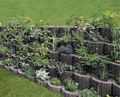 Jardiniere de gradina Jardiniere de gradina:   Fiecare zi este o premiera: in gradina se joaca spectacolul culorilor. Actorii sunt florile care cresc armonios si jardiniera care le asigura o scurgere adecvata a apei. Decorul remarcabil este realizat prin suprapunerea jardinierelor, care mentin stabilitatea scenei chiar daca se afla pe o suprafata inclinata.Gama de jardiniere Triflor are ca scop crearea unui cadru natural incantator, facilitand dispunerea unui aranjament floral intr-un mod care ne incanta privirea