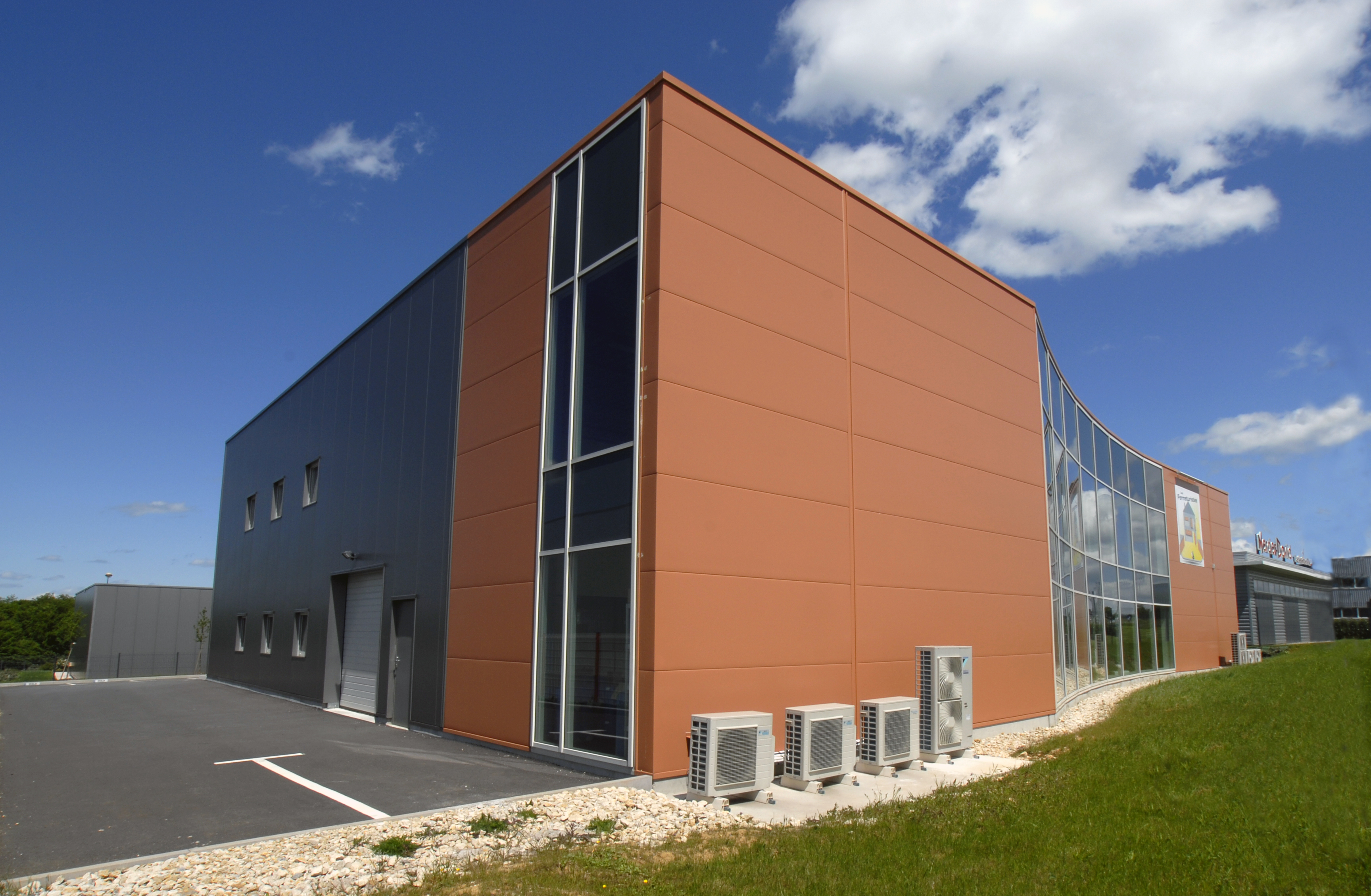 Hale pe structura de metal LINDAB BUILDINGS - Poza 21