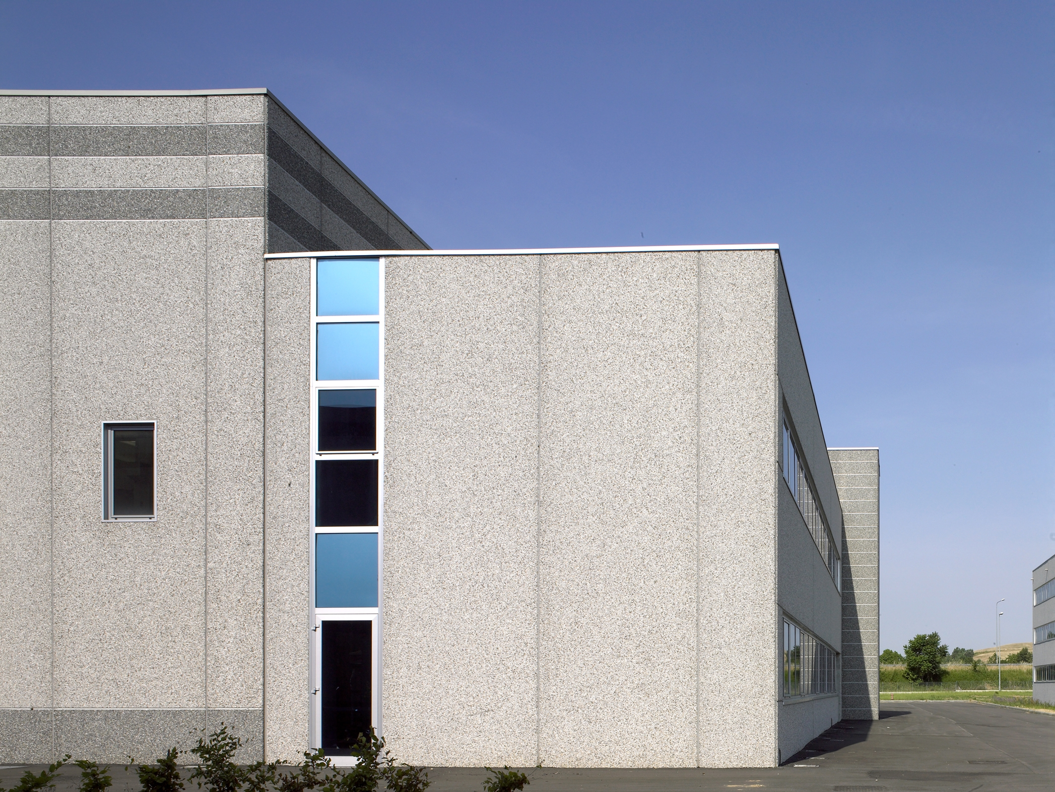 Hale industriale cu elemente structurale prefabricate din beton armat MAGNETTI - Poza 1