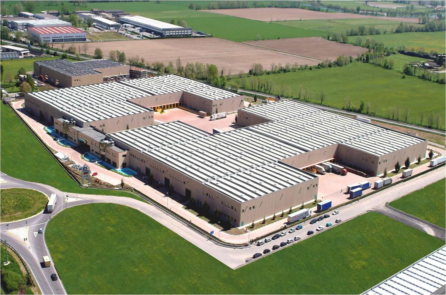 Hale industriale cu elemente structurale prefabricate din beton armat - Sediu Magnetti Building MAGNETTI - Poza 1