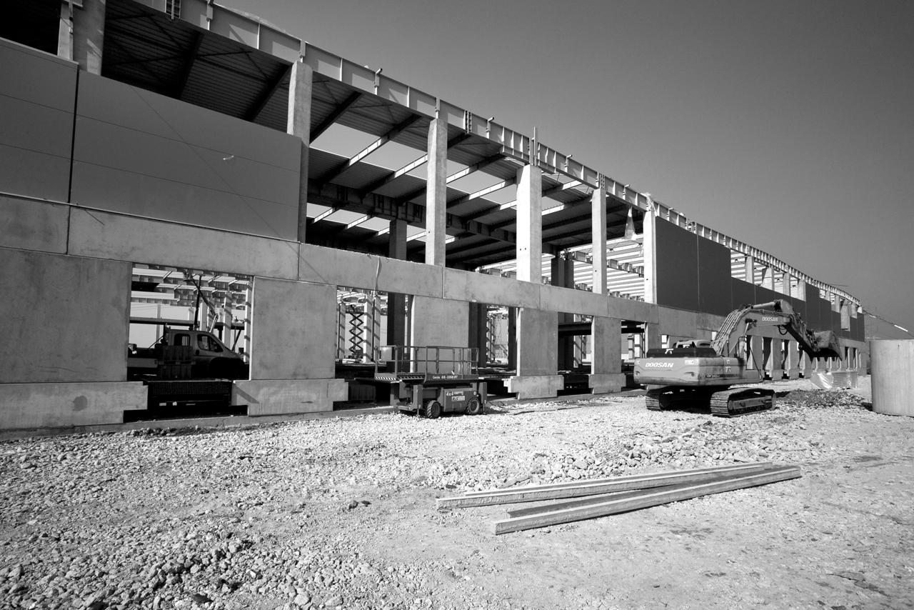 Hale industriale cu elemente structurale prefabricate din beton armat - Depozit logistic Mega Image MAGNETTI - Poza 2