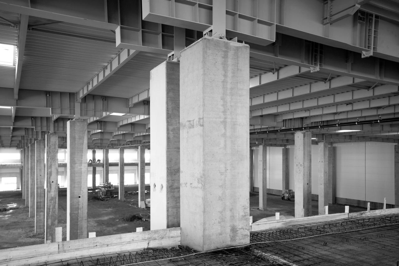 Hale industriale cu elemente structurale prefabricate din beton armat - Depozit logistic Mega Image MAGNETTI - Poza 5