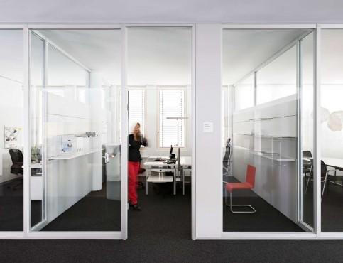 Prezentare produs Compartimentari de birouri cu pereti si usi de sticla FECO - Poza 3