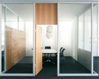 Compartimentari pentru birouri cu usi si pereti din sticla sau lemn