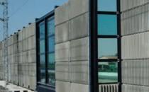Panouri fonoabsorbante de protectie Panourile fonoabsorbante, sunt eficiente si usor de asamblat, sunt fabricate din aluminiu, otel, metacrilati si policarbonati. Reducerea zgomotului este efectiva in ambele sensuri de transmitere a zgomotului. Panourile fonoabsorbante sunt folosite cu succes atat pentru izolarea  de zgomotul aerian cat si pentru izolarea la zgomot de impact. Deasemenea pot fi folosite impreuna cu sistemul OCTAGON de reducere a  zgomotului, prin care se micsoreaza inaltimea ecranelor antifonice.