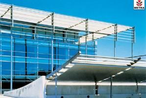 Sisteme umbrire din aluminiu  Seria FRANGISOLE, reprezinta un sistem de parasolare, cu lamele fixe sau orientabile.