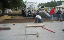 Solutii pentru pavaje drenate cu agregate din pietris de diferite dimensiuni BASF propune o rezolvare simpla si eficienta in realizarea pavajelor pentru alei de incinta, parcaje, platforme, trotuare si chiar pentru strazi, utilizand pavajul drenat cu agregate din pietris.