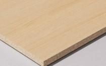 Placi fonoabsorbante - ProAcustic Placile fonoabsorbante EGGER ProAcustic sunt placi cu microperforatii abia sesizabile si au calitati excelente de absorbtie a sunetului. Placile sunt formate dintr-un strat portant care este melaminat pe una sau pe ambele parti. Stratul portant este din PAL sau de tip fagure. Perforatiile cu diametru de doar 1 mm ocupa aproape o zecime din suprafata, fiind dispuse sub forma de grila liniara.Placa ProAcustic standard,Placa ProAcustic pentru mobila,Fete posterioare ProAcustic light,Placi usoare ProAcustic pentru mobila.