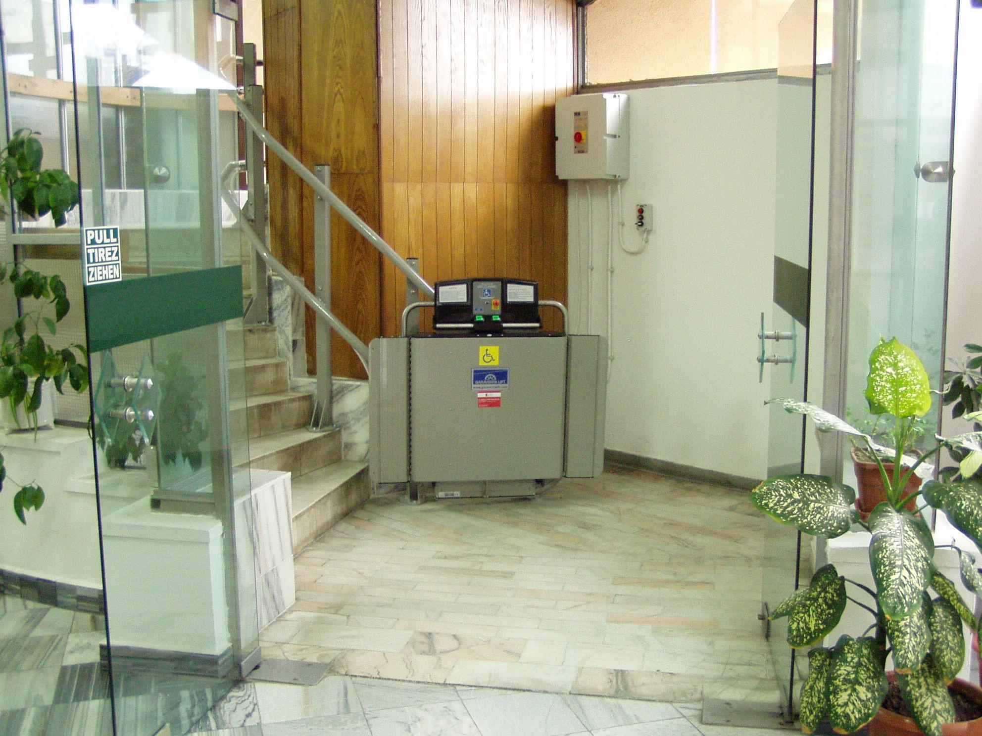 Elevator pentru persoane cu dizabilitati GARAVENTA LIFT - Poza 2