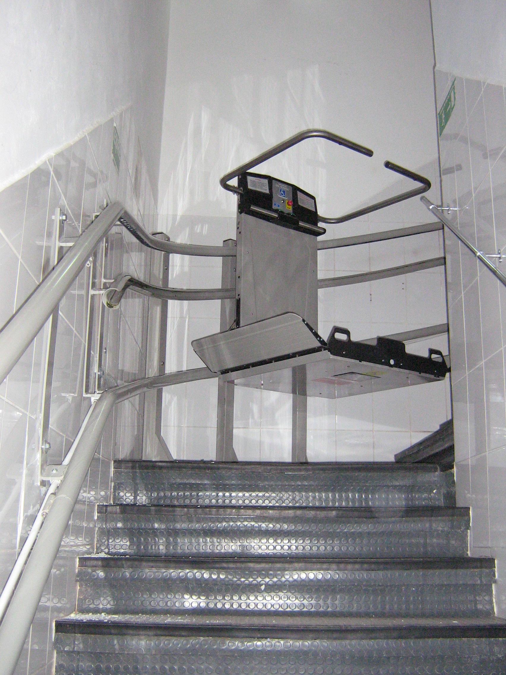 Elevator pentru persoane cu dizabilitati GARAVENTA LIFT - Poza 11