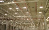 Cupolete iluminare, ventilare Cupole de lumina F80 - sunt clasice in hale si cladirile administrative. Indiferent, daca este fabrica de productie, hala de sport sau de expozitie - cupolele de lumina LAMILUX domina de decenii privelistea de acoperisuri si cladiri.Luminator CI Banda de lumina tip B -  sistemul combina intr-o forma ideala patrunderea intr-un volum mare a  luminii naturale in interiorul cladirii cu aspectul important de confort  si siguranta a cladirii.