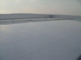 Membrane hidroizolante PO, ECB In ultimii 15 ani piata europeana a cunoscut un trend inclinat spre consolidarea zonei de produse hidroizolante bazate pe TPO. Proprietatile tehnice oferite de utilizarea acestor membrane impermeabile, la care se adauga avantajele pentru mediul inconjurator, au fost deosebit de apreciate de-a lungul anilor atat de catre proiectanti, cat si de catre montatori.