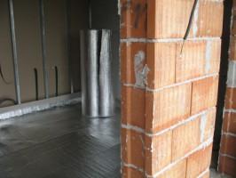 Folii termoizolante pentru pardoseli Proprietatile reflective si rezistenta la compresiune fac Isolair Thermo sa poata fi instalat sub orice tip de pardoseala sau sapa. Folosit de unul singur sau impreuna cu alte materiale izolatoare rigide. Isolair Thermo este o bariera de vapori eficienta si reflecta caldura radianta, pastrandu-va temperatura optima la suprafata pardoselii si economisindu-va energia.