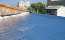 Folii termoizolante pentru terase Una dintre cele mai mari probleme pentru acoperisurile terasa este caldura acumulata in timpul verii si implicit confortul interior si cheltuielile cu energia. Isolair Thermo este o solutie simpla si eficienta de rezolvare a acestei probleme. Poate fi folosit la izolarea oricarei parti a constructiilor civile si industriale, fatade  ventilate, trasee aer conditionat si conducte / bazine, fatade ventilate,  transporturi speciale, depozite frigorifice, rulote.