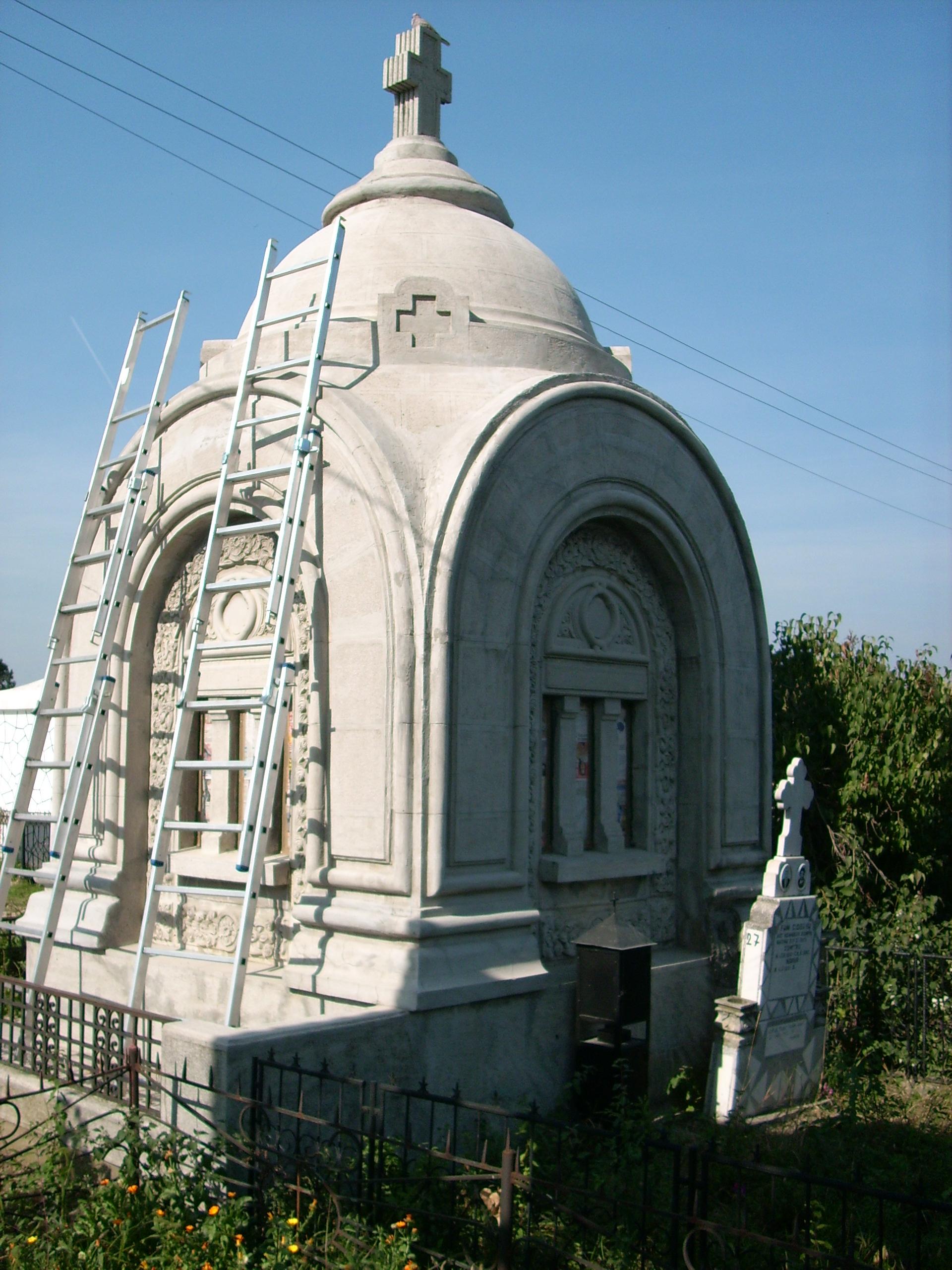 Aplicarea tratamentelor de impermeabilizare - Monument funerar UNICO PROFIT - Poza 1