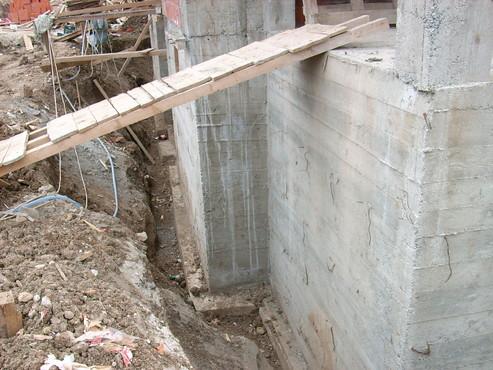 Lucrari, proiecte Aplicarea tratamentelor de impermeabilizare - Vila Rosu UNICO PROFIT - Poza 1