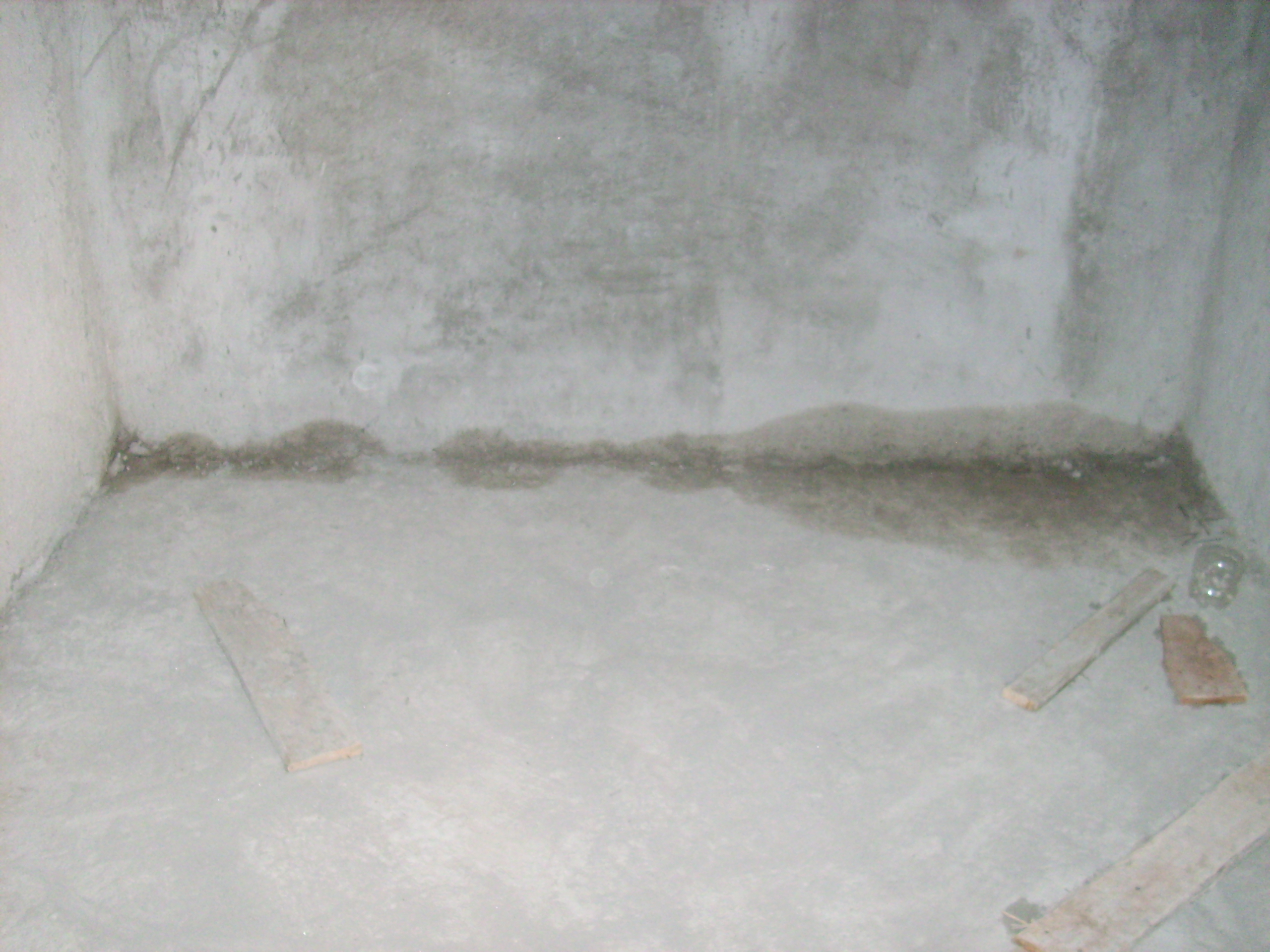 Aplicarea tratamentelor de impermeabilizare - Vila Rosu UNICO PROFIT - Poza 6