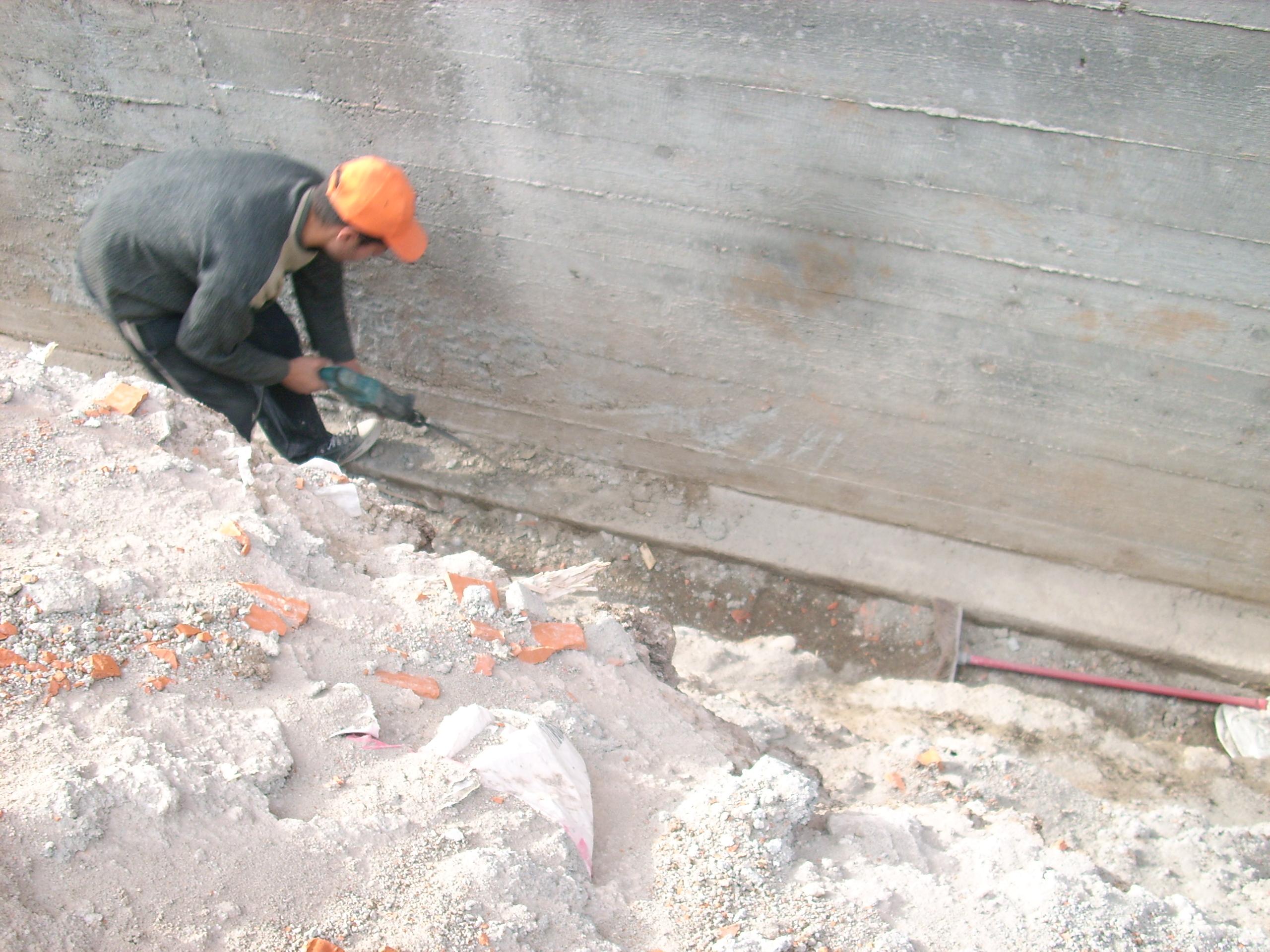 Aplicarea tratamentelor de impermeabilizare - Vila Rosu UNICO PROFIT - Poza 13