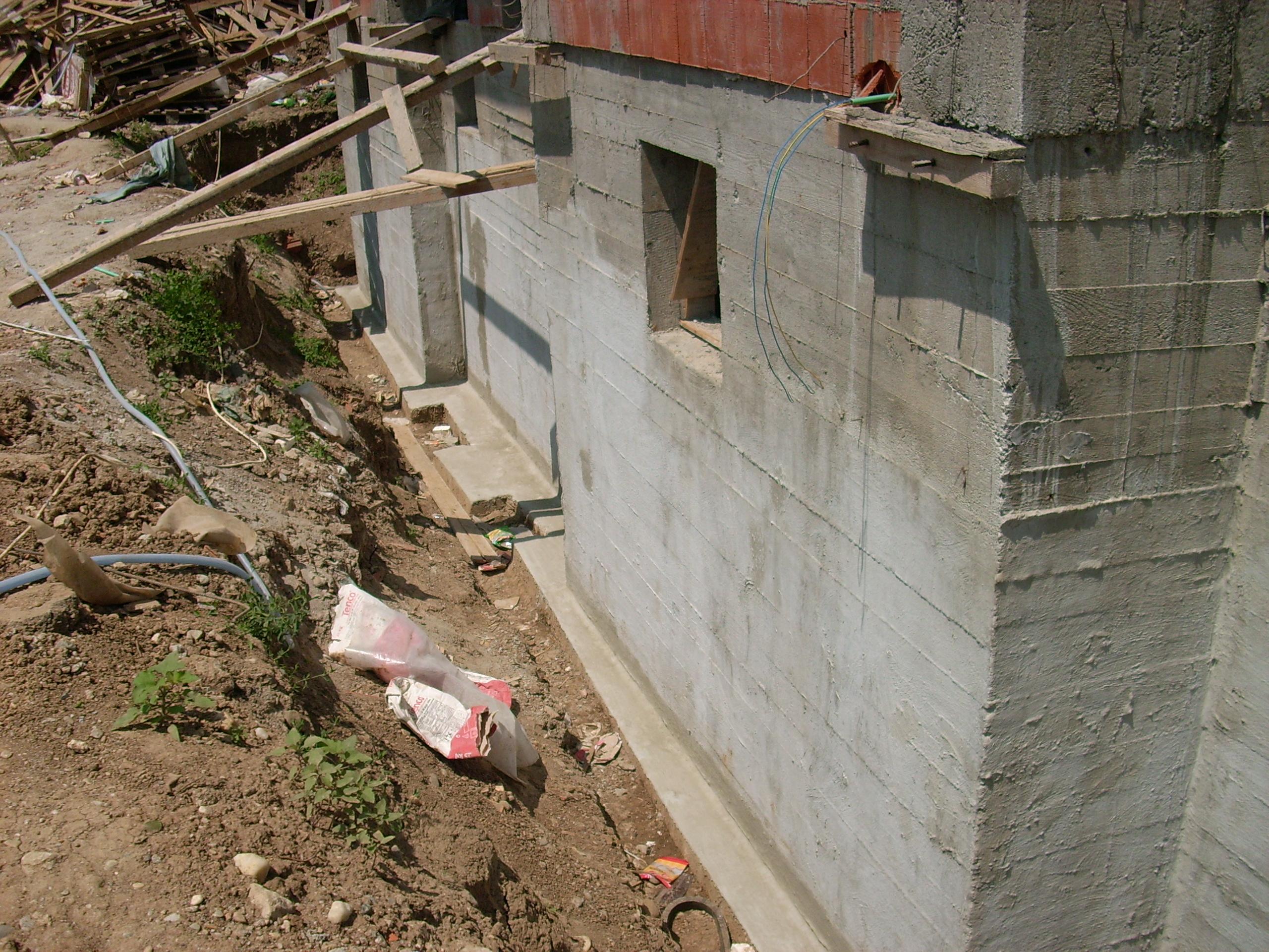 Aplicarea tratamentelor de impermeabilizare - Vila Rosu UNICO PROFIT - Poza 16