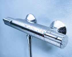 Baterii cu termostatat GROHE ofera o gama variata de baterii cu termostat adecvate oricarui tip de baie. Toate modelele de baterii cu termostat sunt disponibile in versiuni incastrabile sau de exterior.