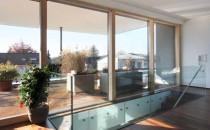 Ferestre din lemn cu captuseala de aluminiu Construct Damar ofera o gama variata de ferestre din lemn cu captuseala de aluminiu. Ferestrele INTERNORM se pot folosi in mod exceptional la casele cu consum redus de energie si la case pasive.