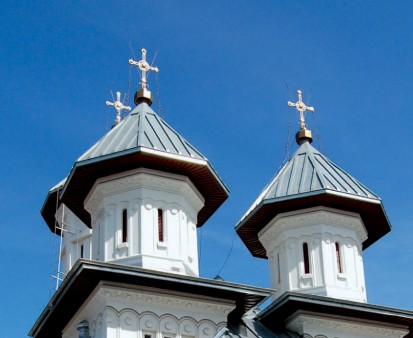 Biserica Sf Buna Vestire - acoperis vazut de aproape RHEINZINK® Tabla plana pentru invelitori titan zinc