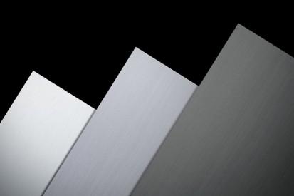 Tabla plana pentru invelitori titan zinc vazuta de aproape RHEINZINK® Tabla plana pentru invelitori titan zinc