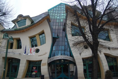 Crooked house - Poland A+, CLASIC, FORTE Constructii comerciale si industriale
