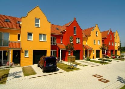 Case cu fatade portocalii si rosii A+, CLASIC, FORTE Constructii rezidentiale